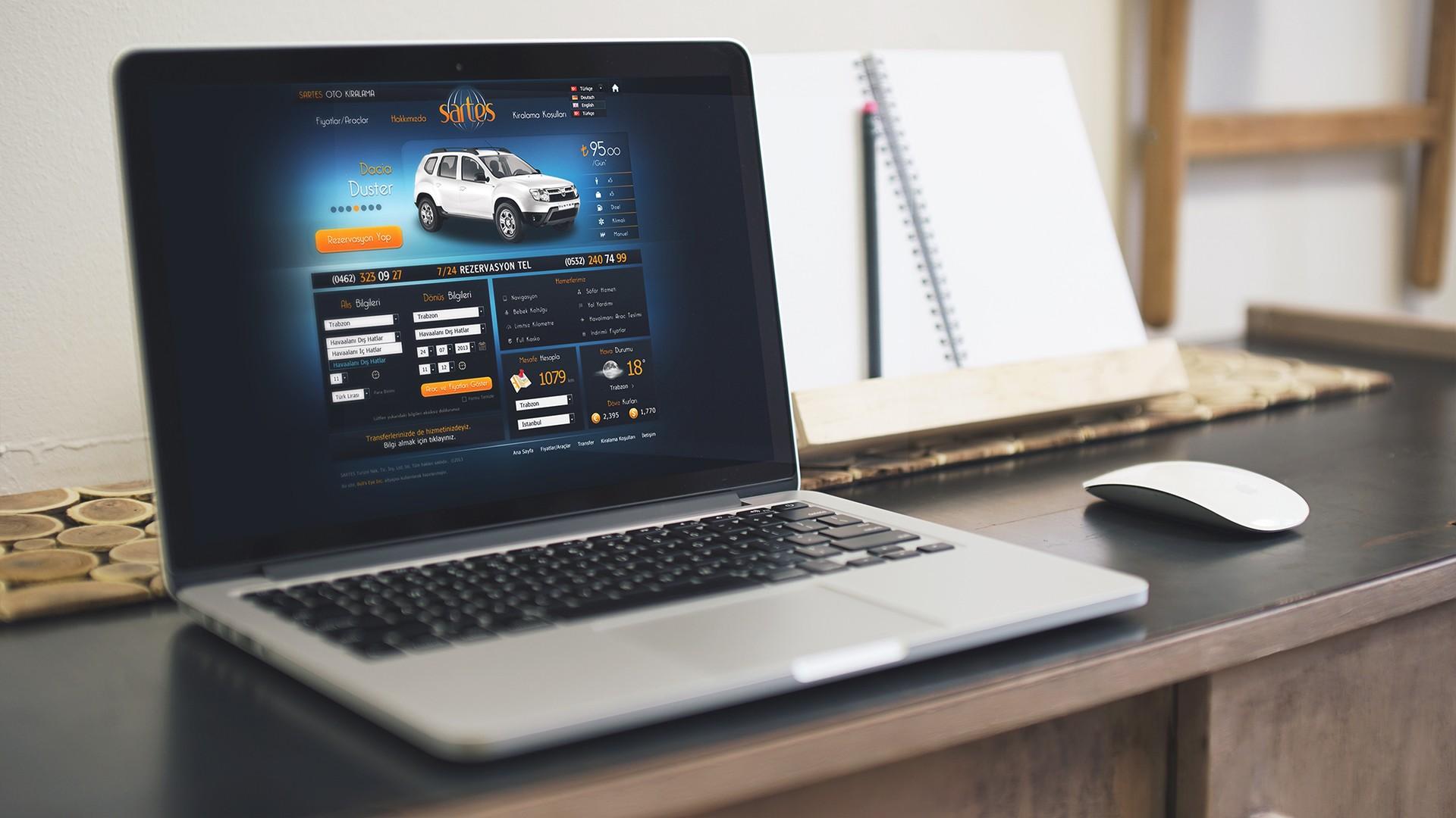 ordinateur sur un bureau avec le web design de la société sartes